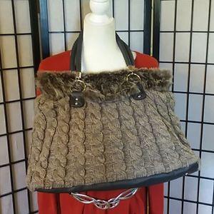 Sweater shoulder bag